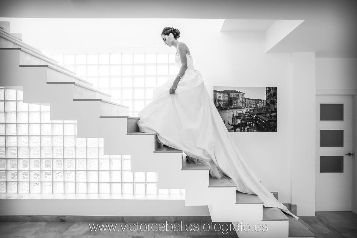 Víctor Ceballos fotógrafo de bodas en Sevilla Fotos novia escalera