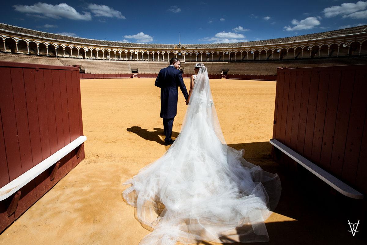 entrando al ruedo de la Maestranza de Sevilla