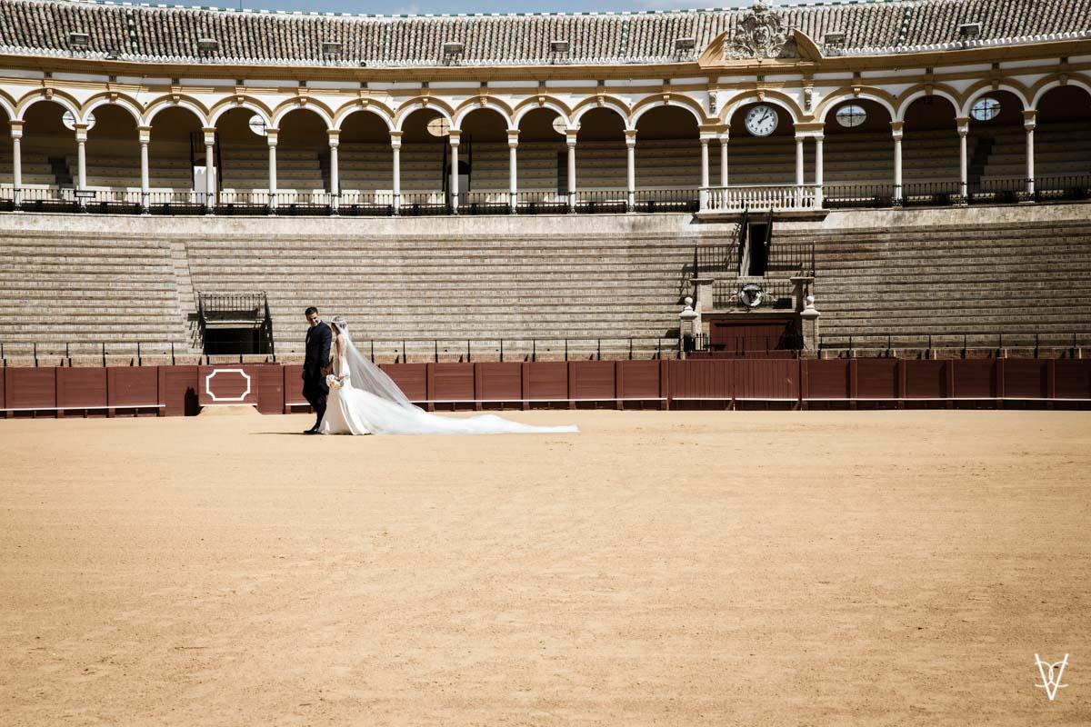 boda en la Maestranza de Sevilla victa lateral de los novios