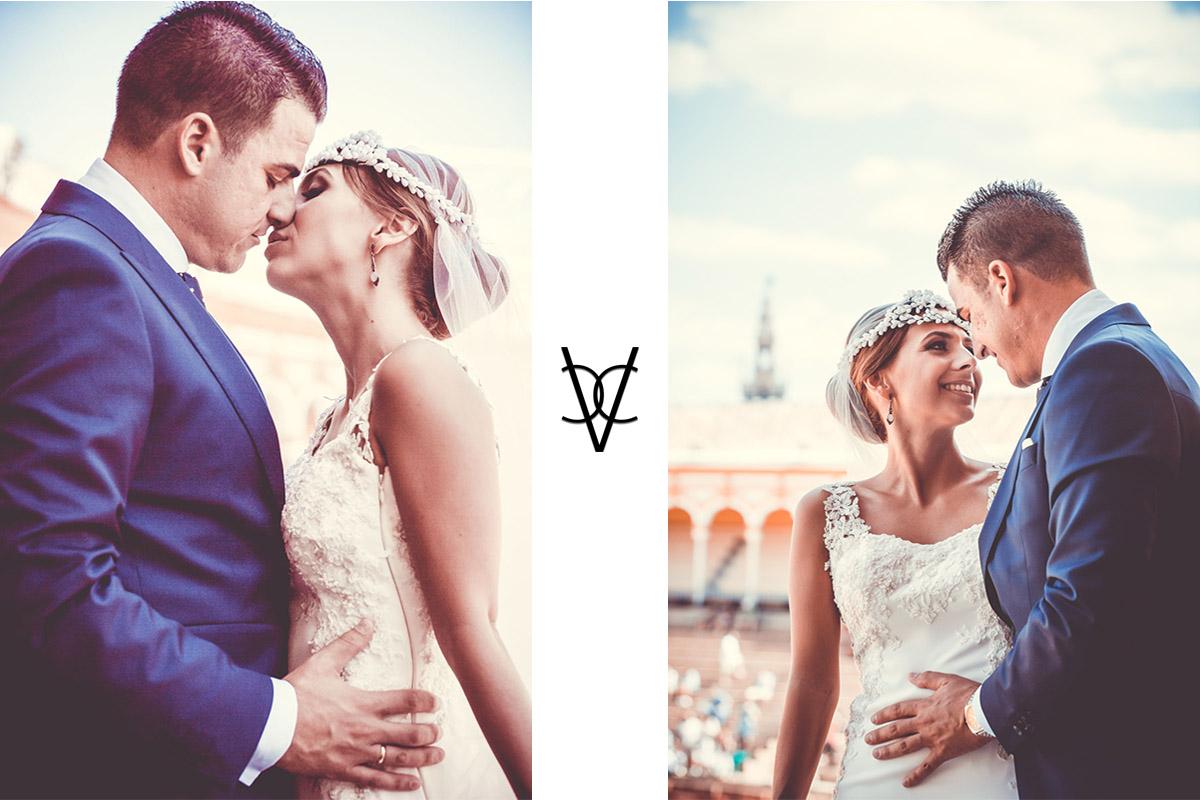 fotografía de besos y miradas en boda en la Maestranza de Sevilla besos