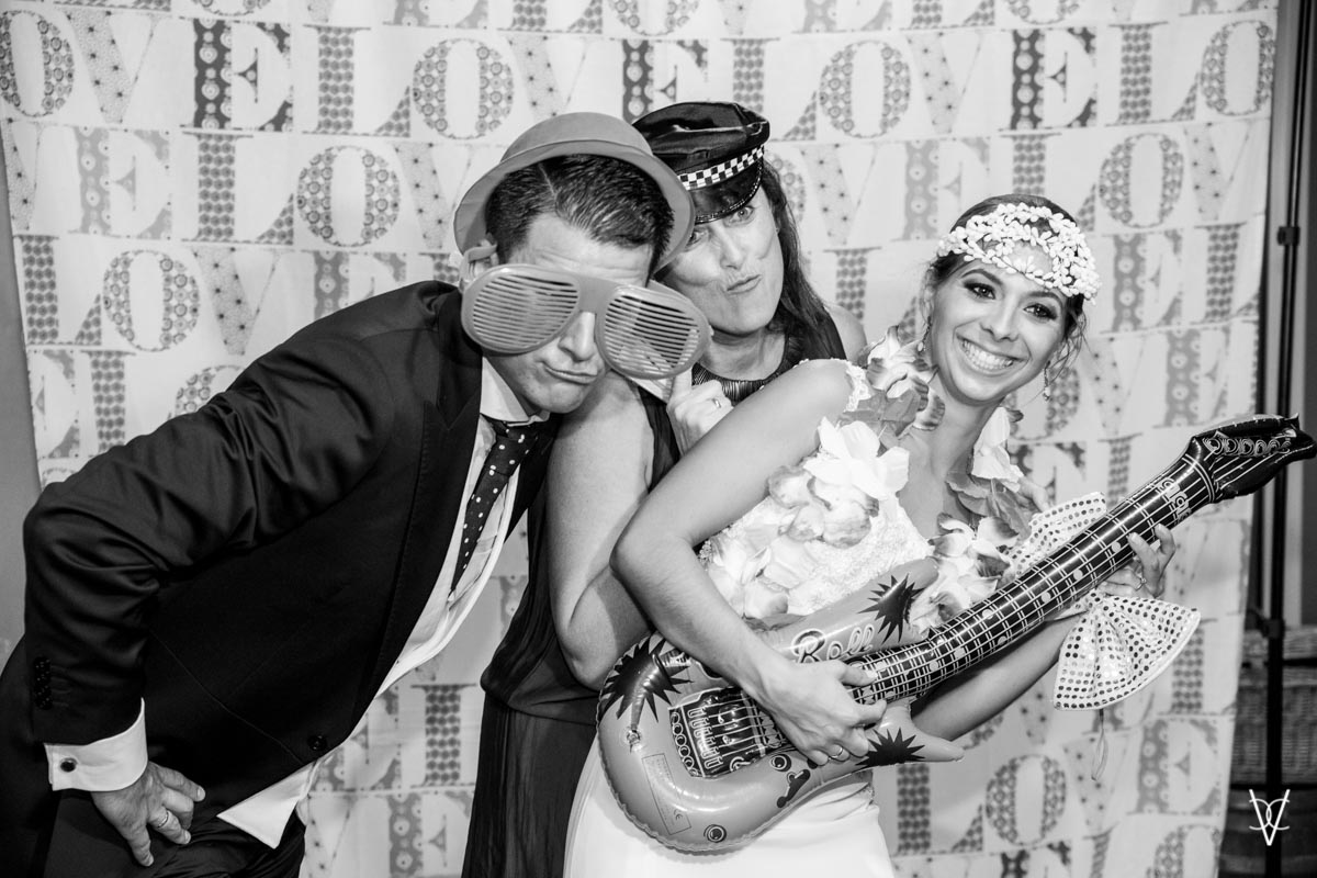 Photocall Novios con invitada Sevilla de boda