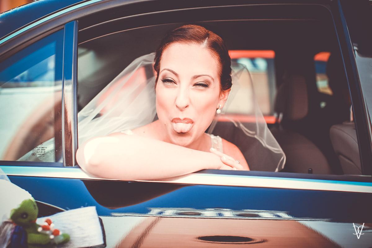 Fotos de boda en Sevilla novia bromeando
