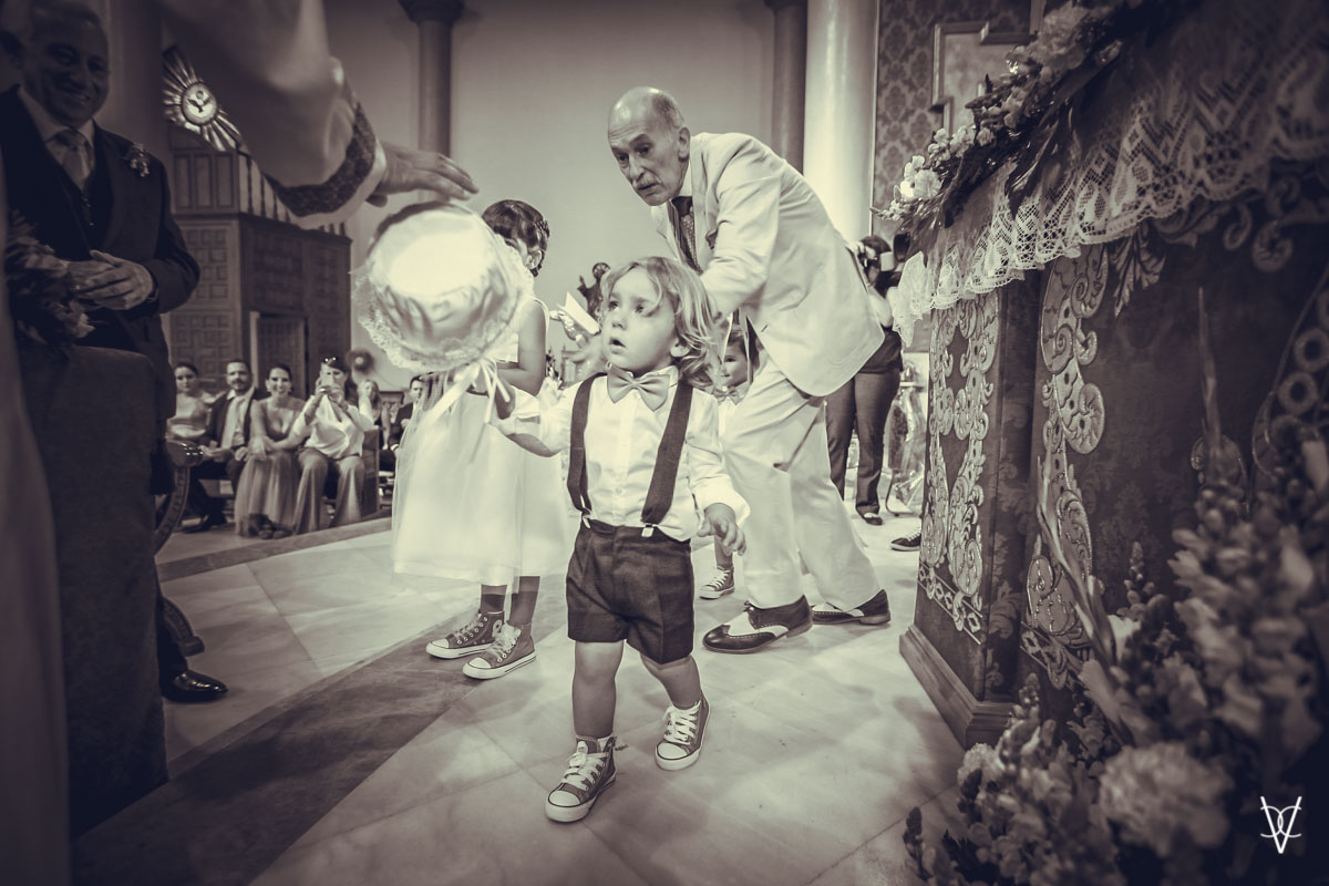 Fotos de boda en Sevilla niño con anillos