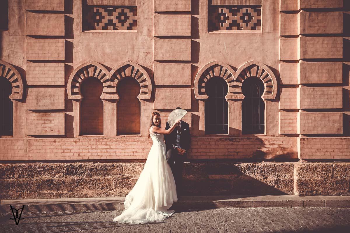 fotografía de novia con abanico Teatro Falla