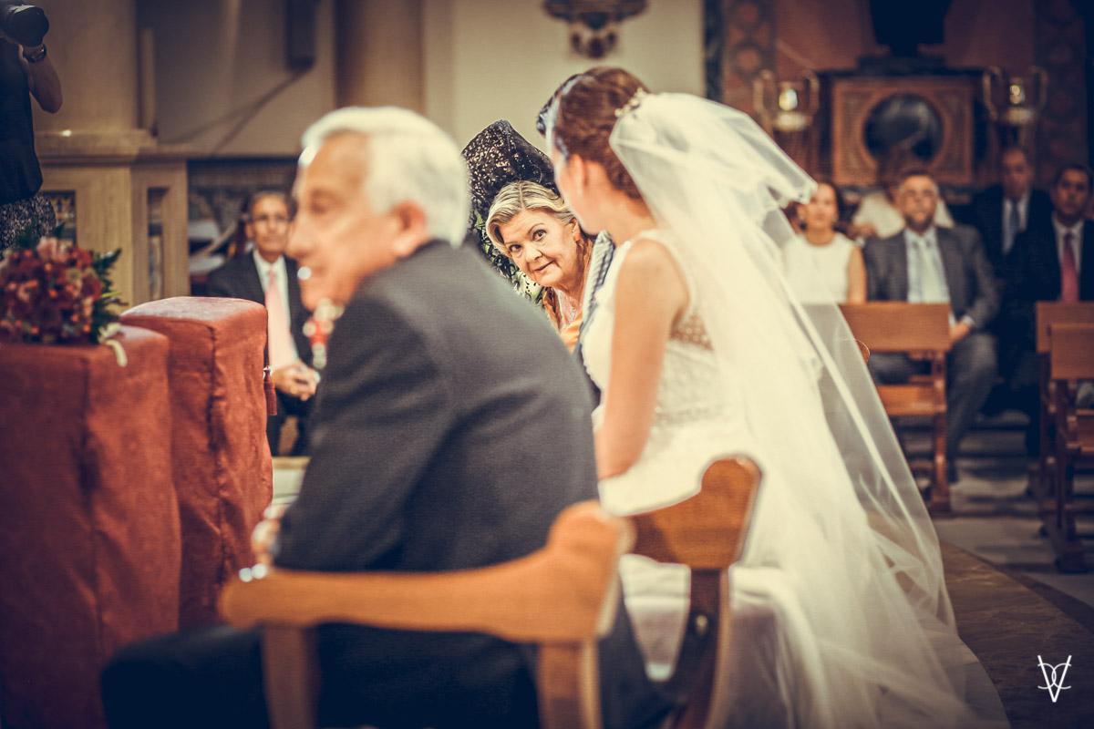foto mirada cómplice Madrina y novia