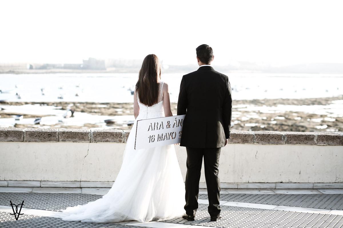 Fotos postboda en Cádiz playa de la Caleta