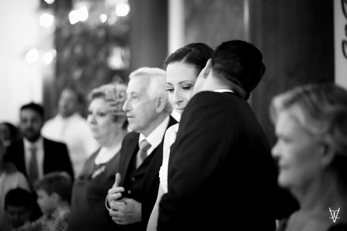 Fotos de boda en Sevilla ternura entre los novios