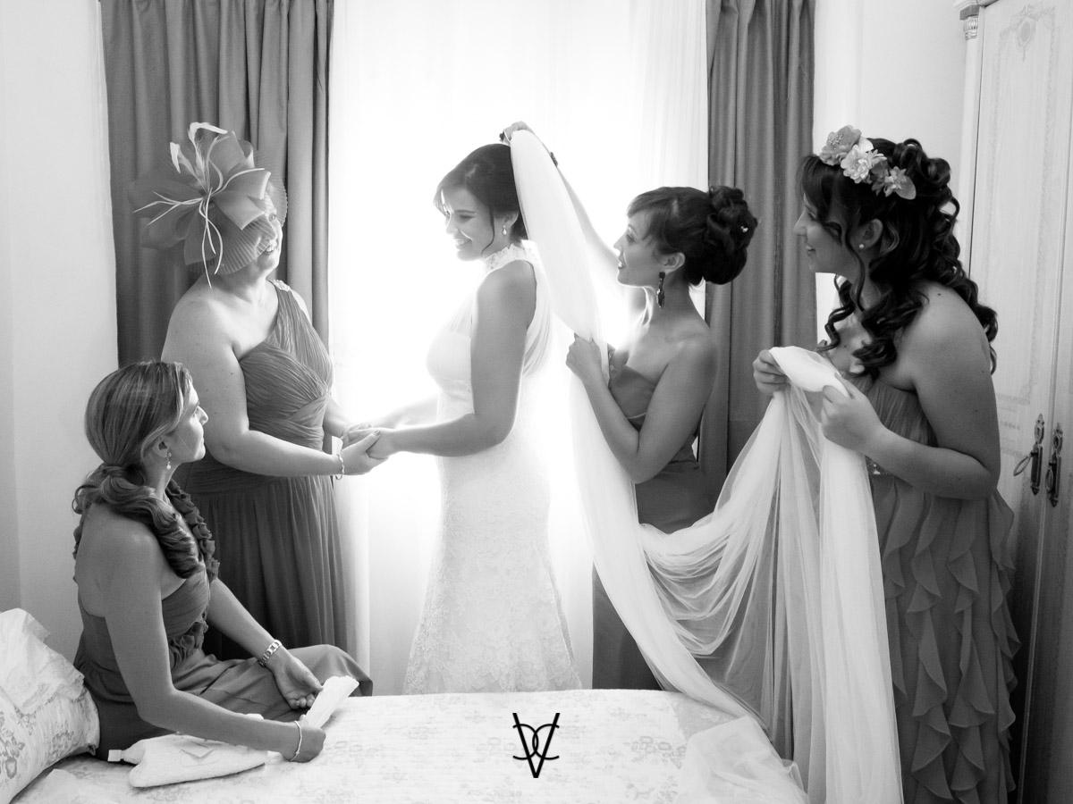 Boda Hotel Alfonso XIII fotografía novia con amigas