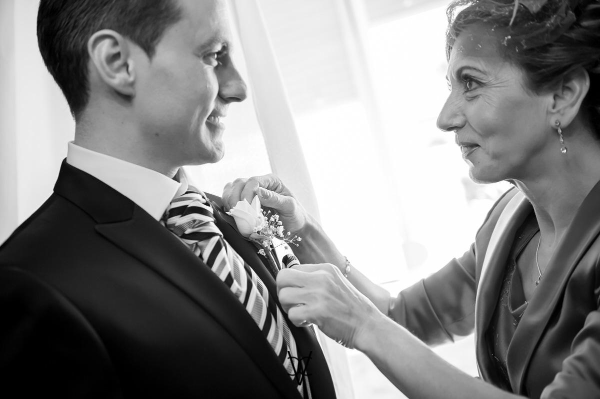 foto boda Hotel Alfonso XIII preciosa mirada madre del novio