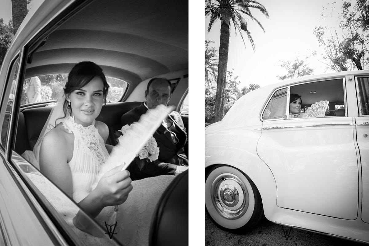 Foto de la novia abanicándose en el Rolls Royce