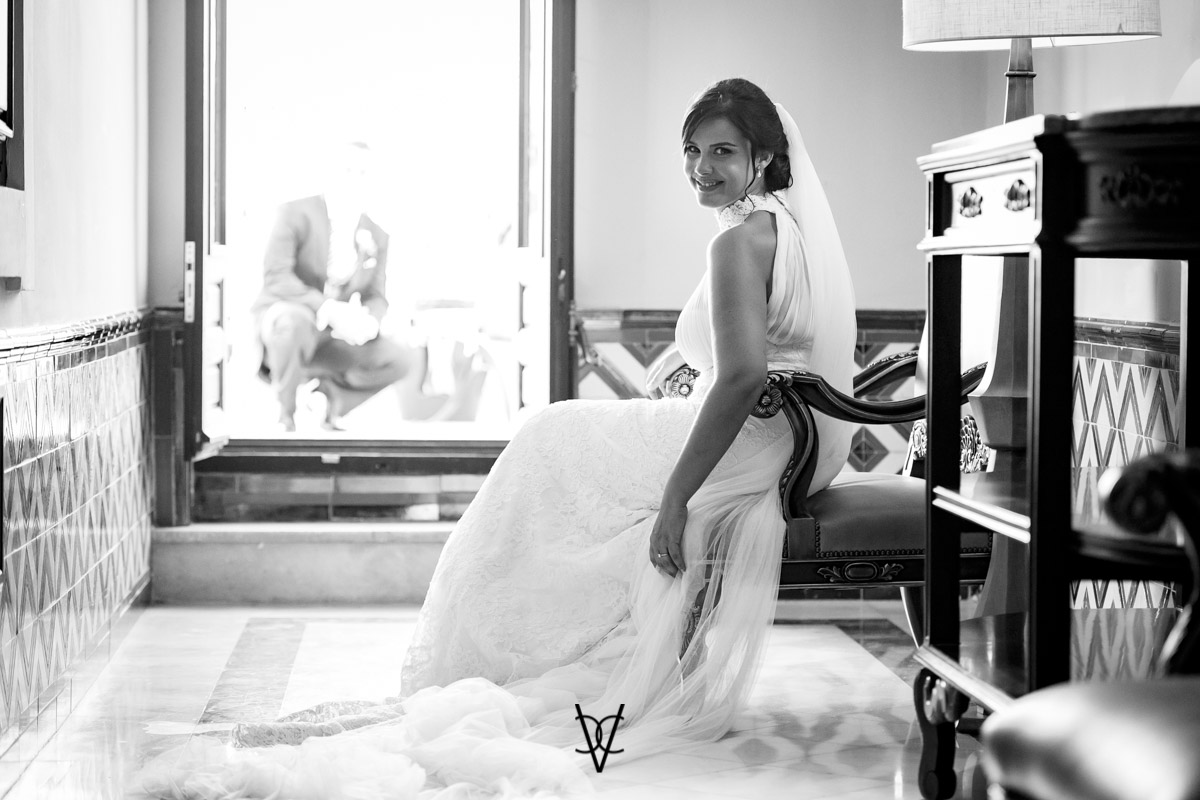 fotografía posado novia en hotel Alfonso XIII Sevilla