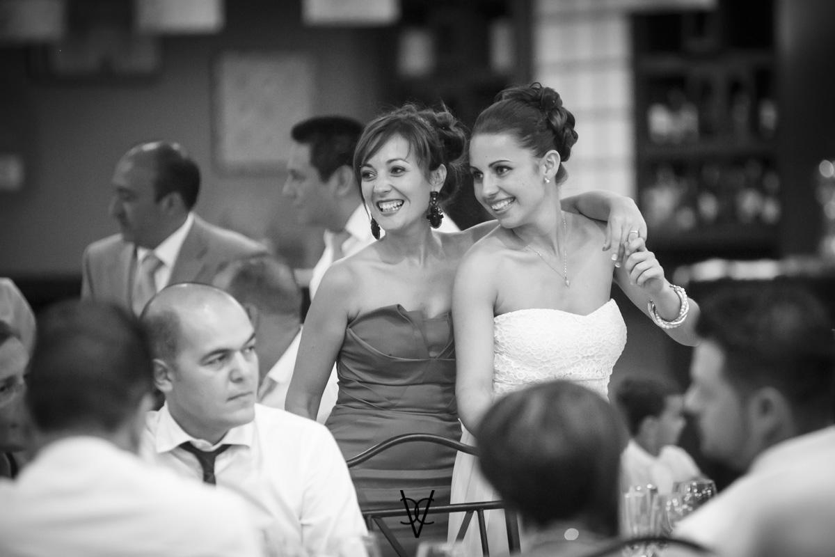 fotografía preciosa de las amigas de la novia