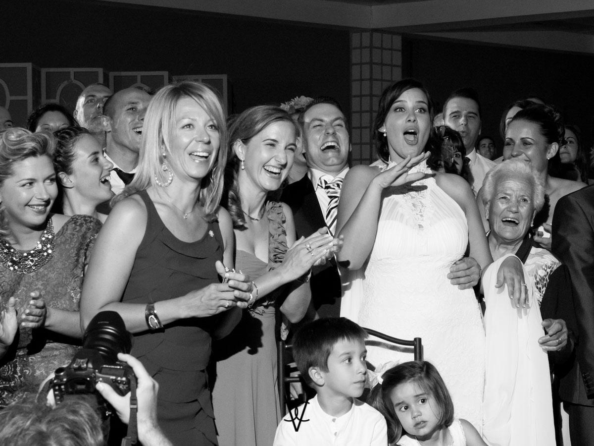 Fotografía de bodas Sevilla reacciones video proyección